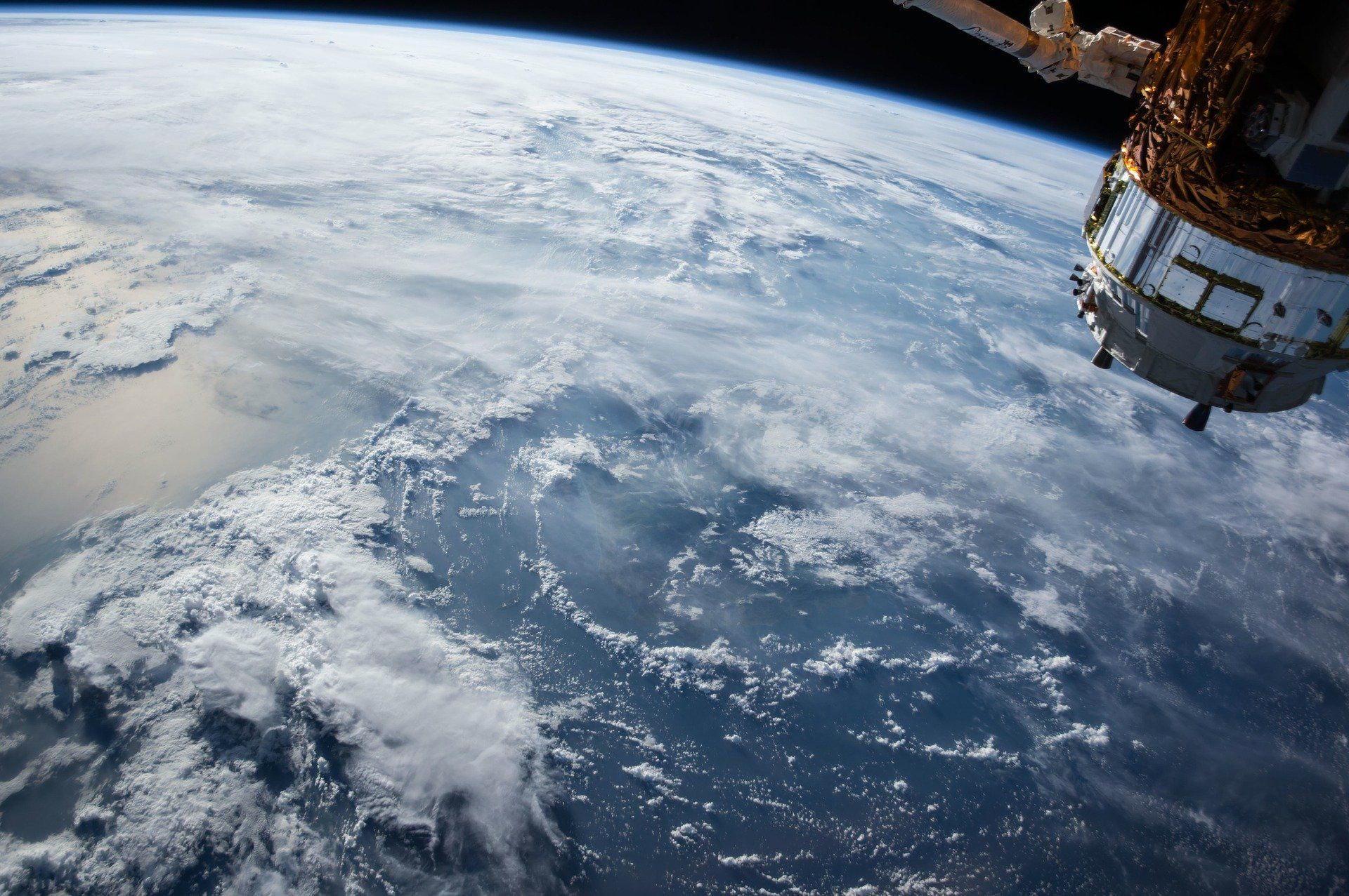 ISS-satellite-1030779_1920